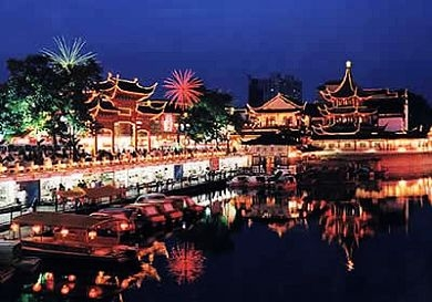 Qinhuan River, Alive at Night